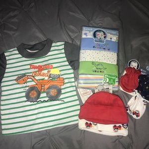 New Infant Baby Boy Onesies Hat & Mittens LOT